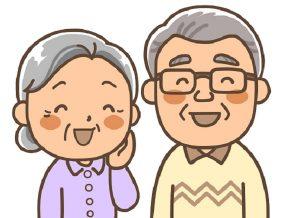 年配夫婦がほほ笑む