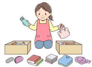 部屋の不用品を片付ける女性